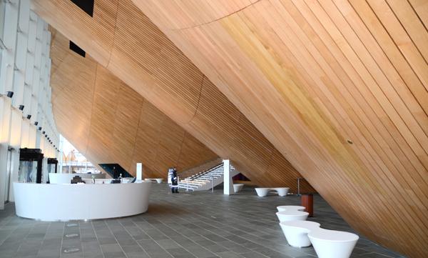 Fin bruk av tre i Kilden Kulturhus i Kristiansand.
