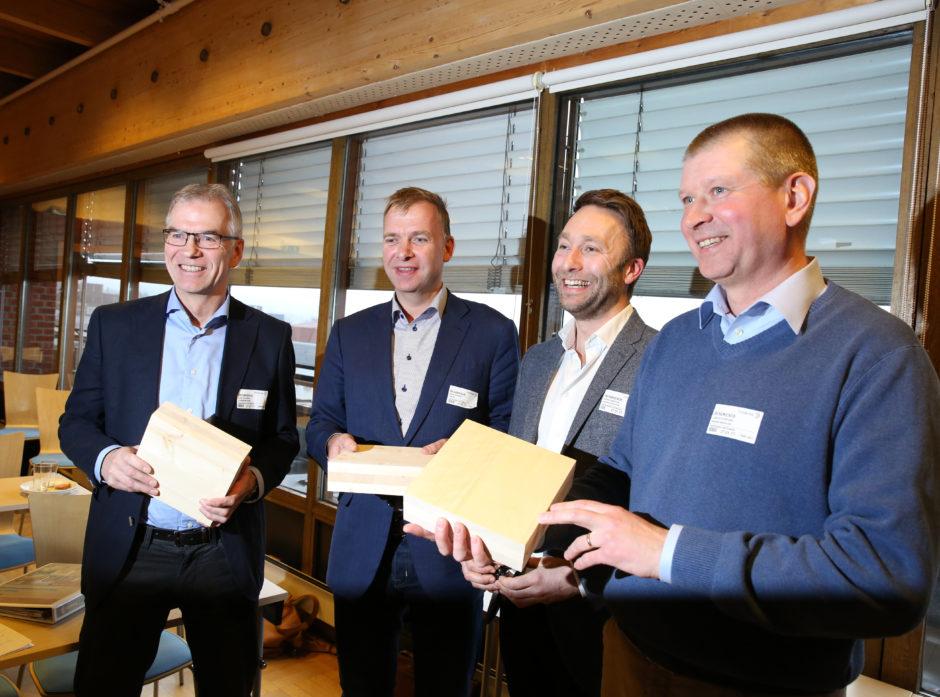 Erik Toverud (Stangeskovene) Arne Jebsen (Hunton Fiber), Carsten Hovind (Massiv Lust) og Lars Atterfors (styreleder i Nordisk Massivtre AS).