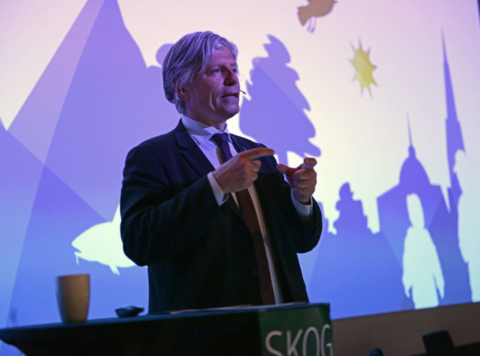 Klima- og miljøminister Ola Elvestuen åpnet årets Skog og Tre-konferanse på Gardermoen.