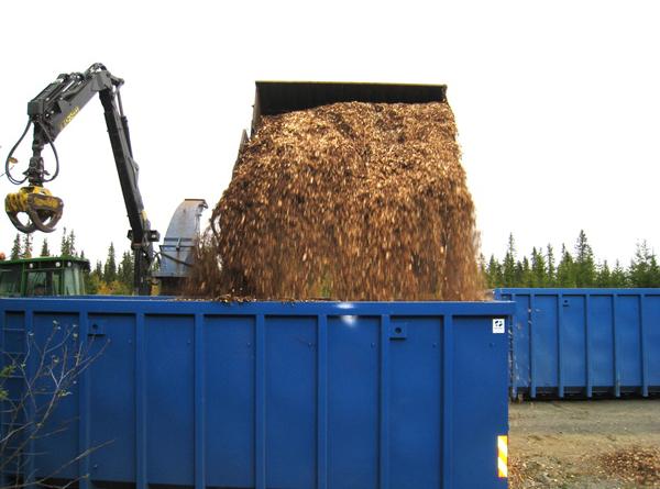 Mjøsen produserer heltreflis som normalt går til varmeproduksjon, men i sommer tilbyr de bønder som vil bruke flisa til talle i fjøset om å få kjøpt slik flis. Da kan de bruke halmen de normalt bruker i talla til fôr i stedet.