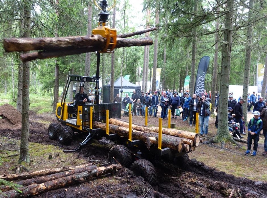 Det er mye nytt utstyr å se (og oppleve) på de svenske skogmessene. Her fra ElmiaWood i 2017