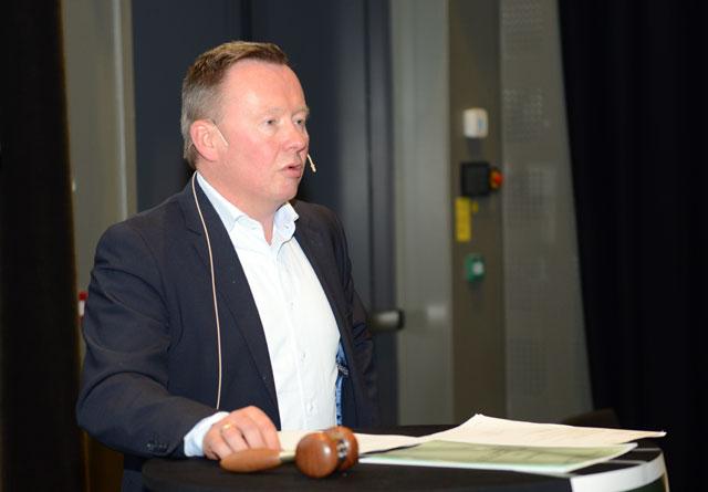 Olav Veum taler til årsmøtet i Norges Skogeierforbund.