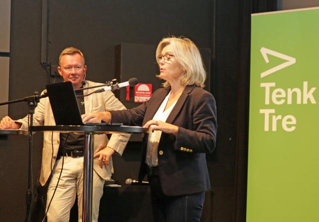 Møteleder Olav Veum i samtale med Ada Sofie Austegard under Tenk Tre-seminaret.