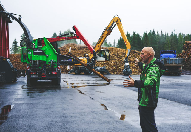 Dag Viggo Benjaminsen i Stora Enso Skog forteller om planene for den nye flisterminalen i Nannestad.