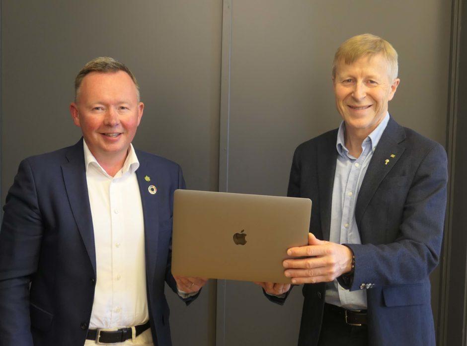Olav A Veum (t.v.) og Per Skorge hadde grunn til å være fornøyd med det aller første digitale årsmøtet i Norges Skogeierforbunds historie.