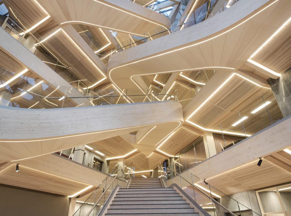 Finansparken har fått stor anerkjennelse for sin innovative bruk av tre i interiøret. Foto: Moelven