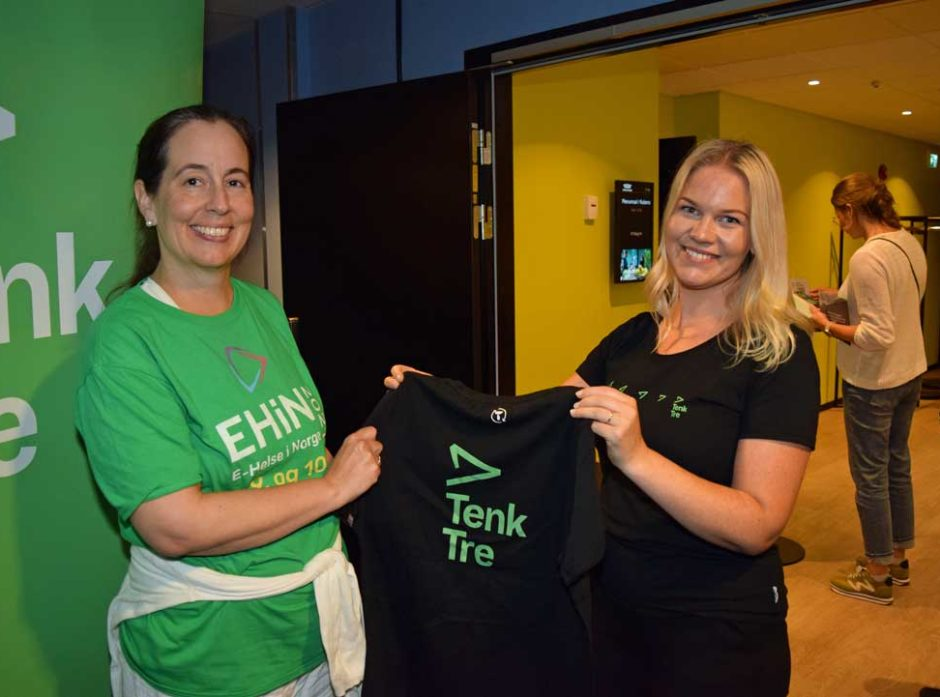 Elisabeth Kras fra Ehin Norge fikk T-skjorte av Torbjørg Loftesnes Bjørkholt.